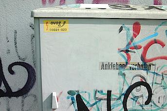 Graffitientfernung auf Kunststoff mit Reinigungsgerät Tornado