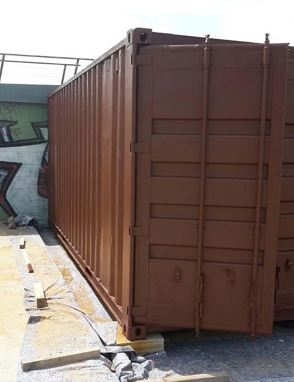 Sandstrahlen und Grundieren - Container